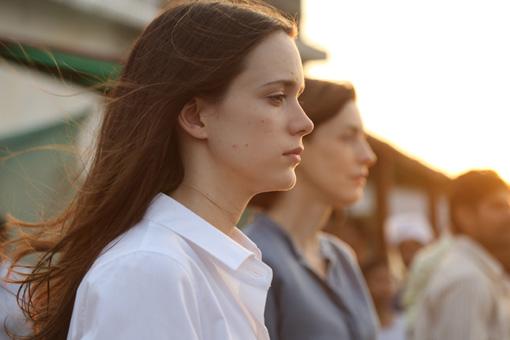ステーシー・マーティン / 『パレス・ダウン』 ©2015 – EX NIHILO – ARTEMIS PRODUCTIONS – FRANCE 3 CINEMA