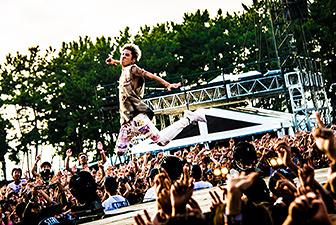 ONE OK ROCKの戦いを、ロックの「歴史」と「世界」の軸で語る