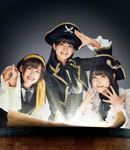 イヤホンズ(左から:高橋李依、高野麻里佳、長久友紀)