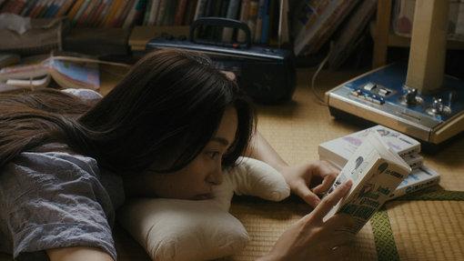 朝倉あき演じる本作のヒロイン初海 / ©WIT STUDIO / Tokyo New Cinema