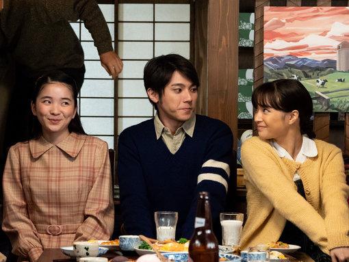 福地桃子が演じる柴田夕見子(左)は自由に生きる女性の社会進出を象徴する「もう1人のヒロイン」だ