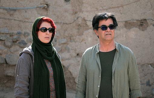 本人役で自ら出演するジャファル・パナヒ(右)©Jafar Panahi Film Production