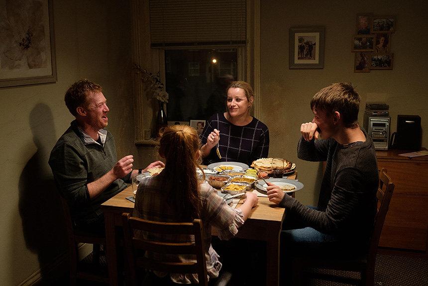 ケン・ローチ『家族を想うとき』が見つめる、「搾取」で回る世界